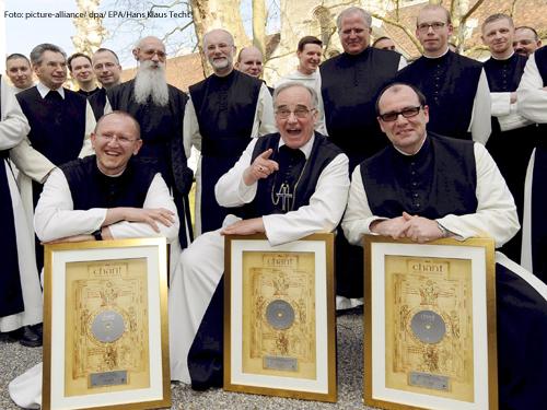 Die singenden Mönche aus dem Stift Heiligenkreuz. Foto: picture-alliance/ dpa/ EPA/Hans Klaus Techt