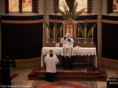 Messe in der außerordentlichen Form des römischen Ritus in der Kirche Sankt Afra des Instituts Philipp Neri im April 2020 in Berlin