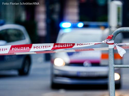 Ein Polizeiauto sichert die Wiener Innenstadt nach einem Terroranschlag ab.