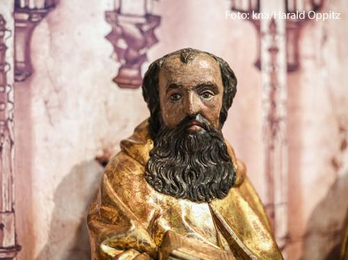 Eine Statue des Apostels Paulus