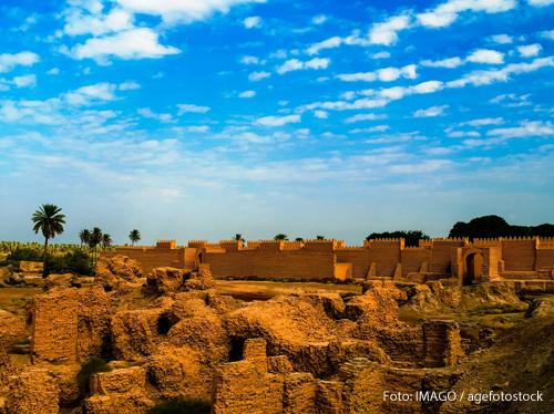 Ein Panorama zeigt die restaurierten Hügel von Babylon.