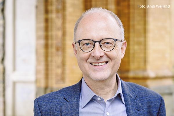 Bernd Bornhorst leitet die Abteilung Politik und Globale Zukunftsfragen des katholischen Hilfswerks Misereor. Er ist Vorsitzender des Verbands Entwicklungspolitik und Humanitäre Hilfe deutscher Nichtregierungsorganisationen (VENRO)