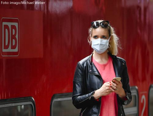 Jeder Mensch kann helfen: Die Maske bleibt wichtig, damit wir zusammen gut durch die Pandemie kommen.