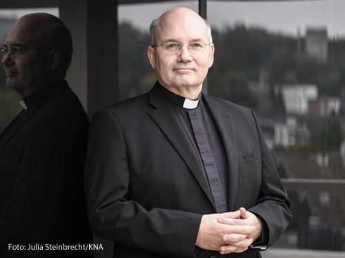 Helmut Dieser (59) ist Bischof von Aachen und Mitglied der Glaubens- und der Pastoralkommission der Deutschen Bischofskonferenz.