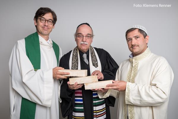 Wollen ein Gebetshaus für alle Religionen:Pfarrer Gregor Hohberg, der Rabbiner Andreas Nachama und Imam Kadir Sanci