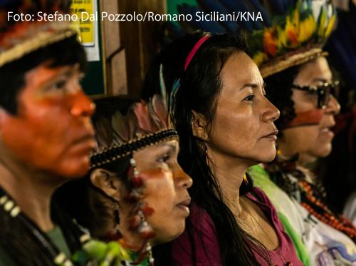Indigene aus dem Amazonasgebiet bei einer religiösen Versöhnungsfeier am 12. Oktober 2019 in der Kirche Santa Maria in Traspontina in Rom.