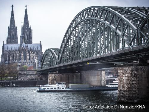 Der Kölner Dom bei grauem Wetter