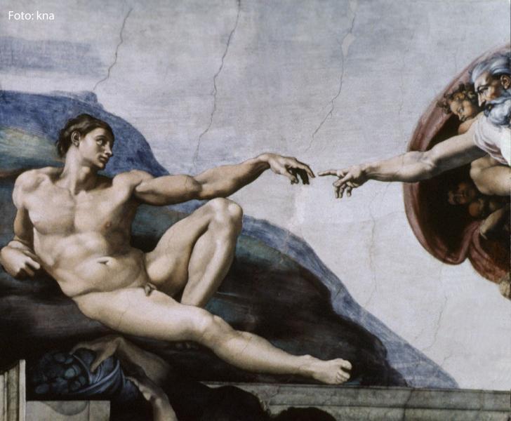 Das Foto zeigt ein Gemälde des Malers Michelangelo in der Sixtinischen Kapelle in Rom.