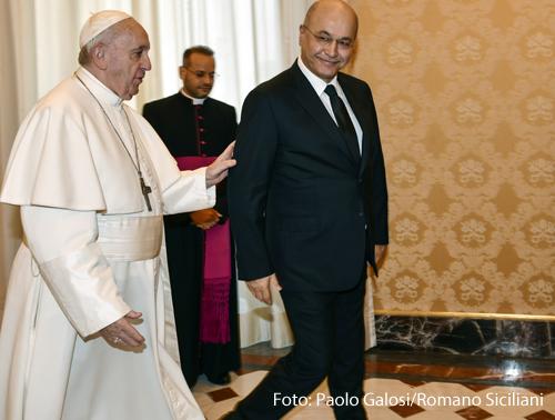 Papst Franziskus (l.) und Barham Salih, Präsident des Irak, am 25. Januar 2020 im Vatikan.