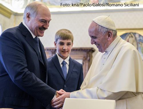 Weißrusslands Staatspräsident Alexander Lukaschenko ist am 21. Mai 2016 zusammen mit seinem Sohn von Papst Franziskus zu einer Audienz im Vatikan empfangen worden.