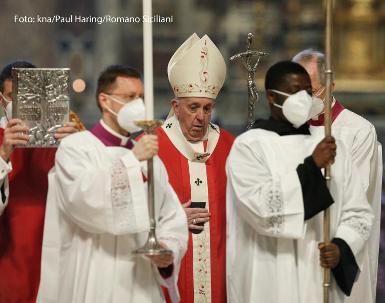 Papst Franziskus feiert eine Messe zu Palmsonntag am 28. März 2021 im Petersdom im Vatikan.
