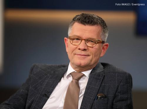 Prof. Dr. Peter Dabrock (Professor fuer Systematische Theologie und ehemaliger Vorsitzender des Deutschen Ethikrates) in der ARD-Talkshow ANNE WILL