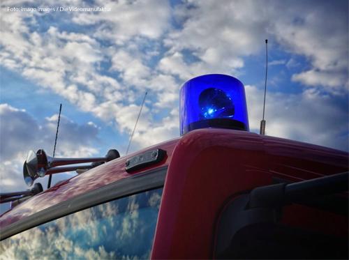 Ein Blaulicht an einem Krankenwagen