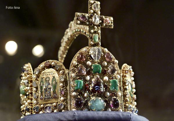 Eine Krone als Teil eines Schatzes