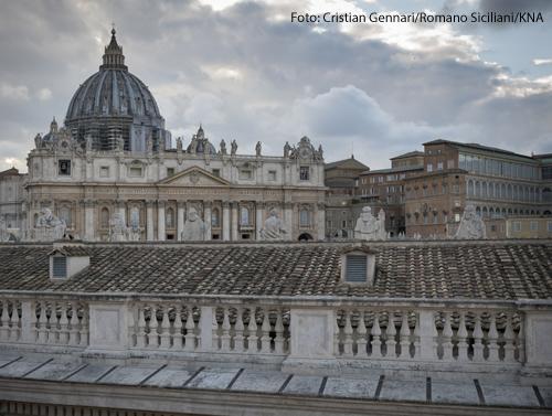 Blick auf den Petersdom am 28. April 2020 vom Palazzo Migliori, einer von Papst Franziskus eingerichteten und von Sant'Egidio verwalteten Obdachlosenunterkunft am Petersplatz in Rom.