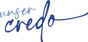 """In einem kursiver Schriftzug stehen die Worte """"Uer Credo""""."""