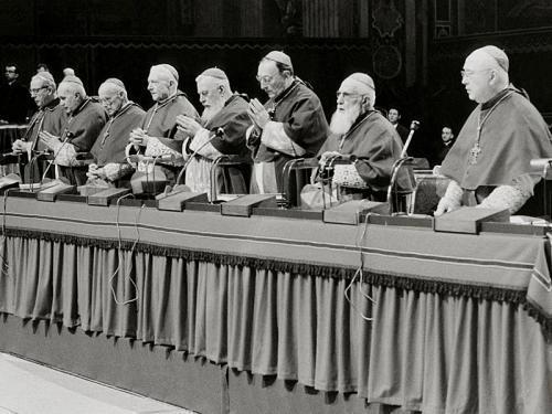 Das Konzilspräsidium. Foto: kna-bild